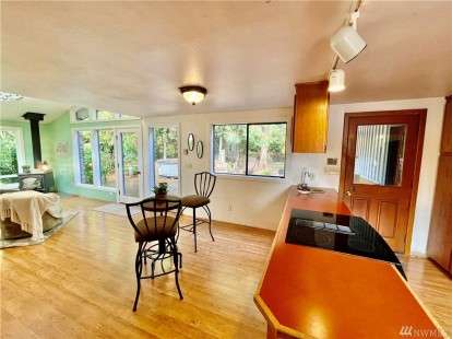 Image: 9721 Lookout Dr NW