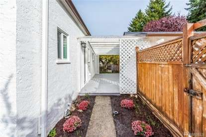 Image: 10838 26 Ave SW